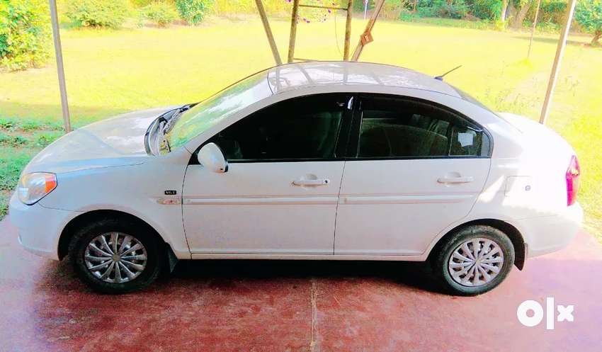 Next to showroom condition Hyundai Verna crdi is up for sell 0