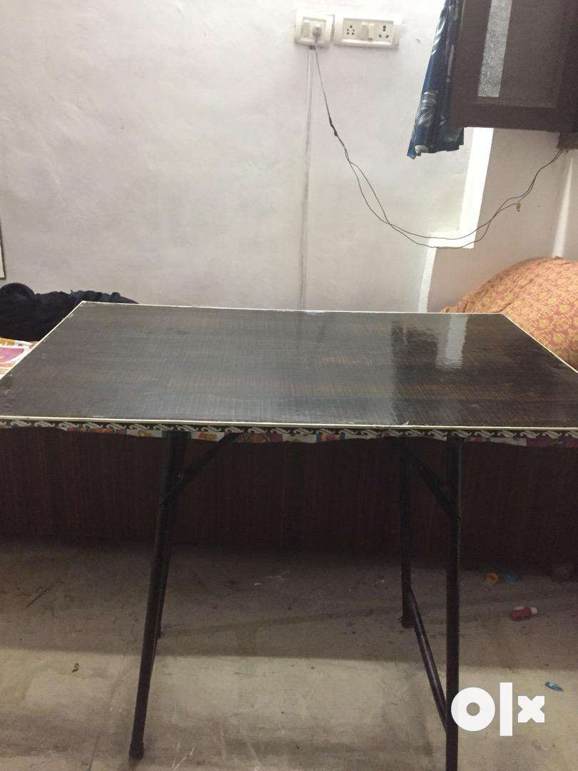 Folding table ( Best for study/dining etc) 0