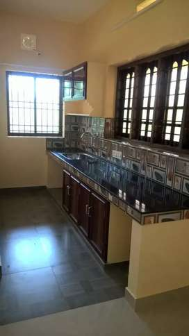 1bhk semi furnished upstairs for rent close to Infopark Campus for 11K