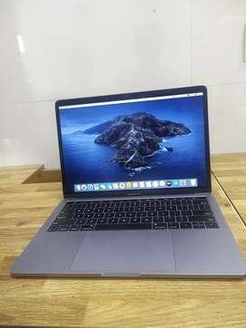 Touchbar macbookpro 13inch brand new condition one month shop warranty