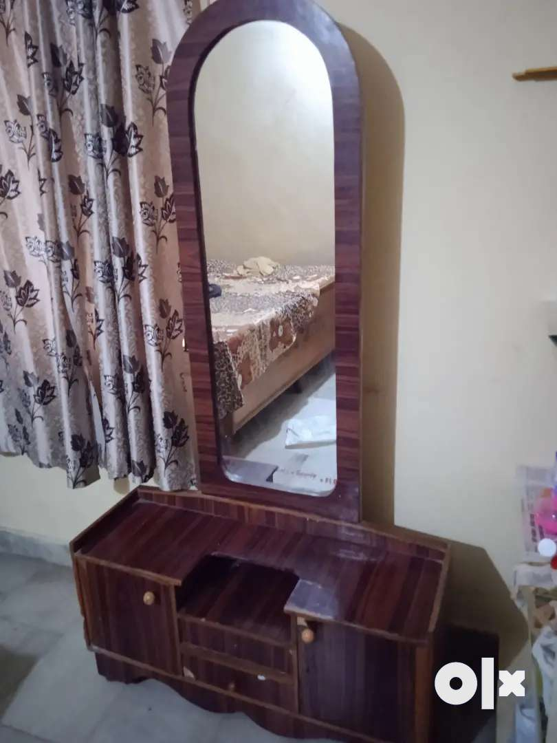 Almirah and Dressing table 0