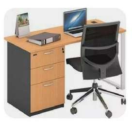 Meja kantor kuat dan elegan