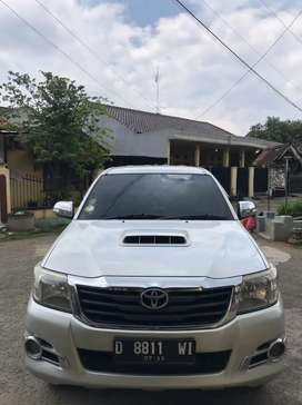 Toyota Hilux 2013 double cabin 4x4 manual diesel 2.5 G