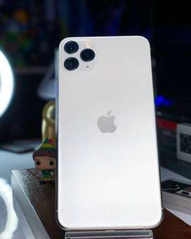 iPhone all models available at low price with extra discount