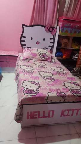 Kitty bed dressing and one side table