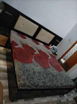 Tempat tidur kayu jati kokoh