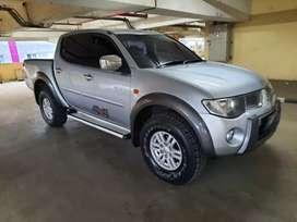 Mitsubishi Strada Triton Exceed 4x4 A/T silver