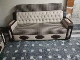 7 seater sufa set in very good condition. Don't contact below 26000.
