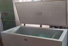 Lloyd deep freezer 500 liters.