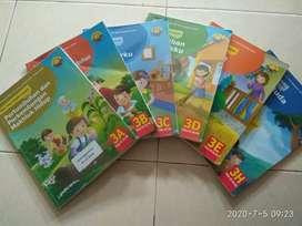 Buku tema utk kls 3 (SD Al Azhar) way Halim, mulus layak pakai