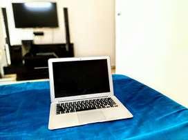 Mint Condition Apple Macbook Air 13 inch Laptop