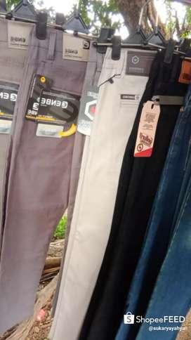 Celana chinos ukuran 33-38 warna krem dan abu abu