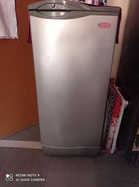 Single door 170 lit refrigerator in very good working condition