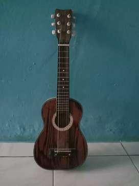 Gitar kecil senar 6 Yamaha kondisi baik