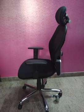Fully Ergonomically Designed chair with head rest