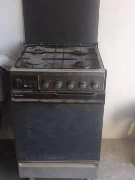 Gas oven and stove in very good condition