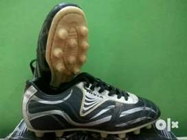 Nivia Football shoes black & silver colour