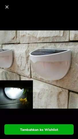 Lampu dinding tenaga surya