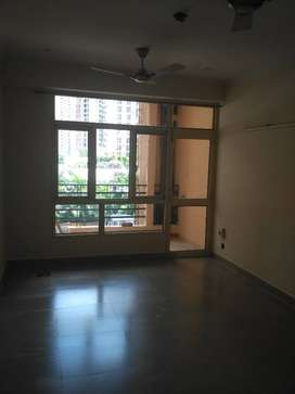 A Big size 2 bhk ready to move flat for rent in bulland heights gzb