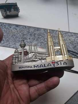 Tempat kartu nama diatas meja kerja bahan logam malaysia