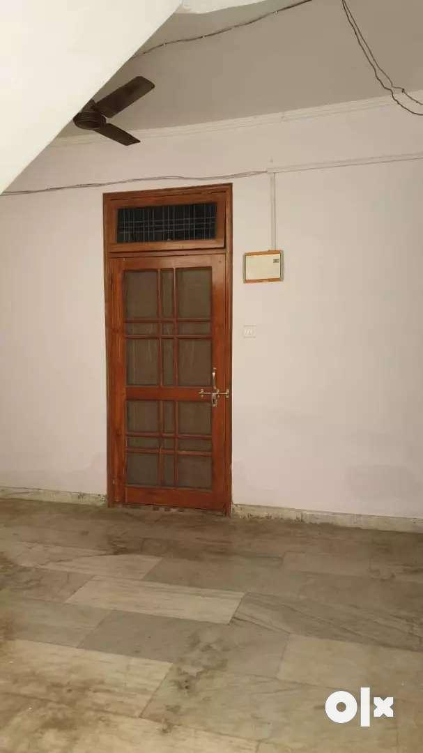 बिना बैंक लोन के 2bhk,700sqft FlatforSale in SenaniVihar near Telibagh
