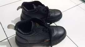 Sepatu Safety Shoes Merk Matarazo, Beli di Singapura