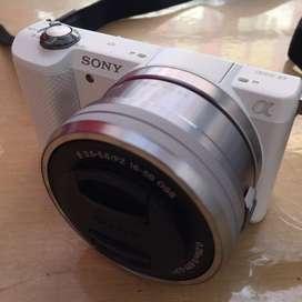 Kamera Mirrorless Sony alpha 5000 (Bonus tas kamera Lowepro, SD Card)