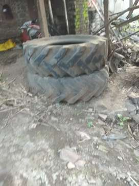 2 tractor tyres in condition