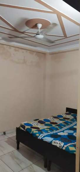 1bhk Flat rent on 3rd floor in budget nr by Metro station/without loan