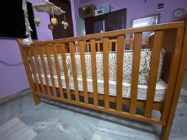 Baby crib with mattress and side cushions