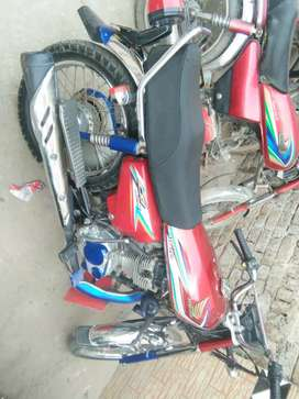 125cc eroo2 orignal red colour  24000 meter 2016 modal good condition
