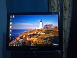 Samsung Syncmaster 733nw monitor in excellent condition