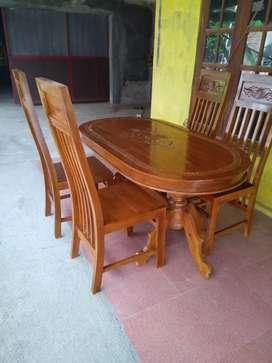 Meja kursi makan oval