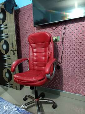 Sale my chair cherry color heavy chair good condition
