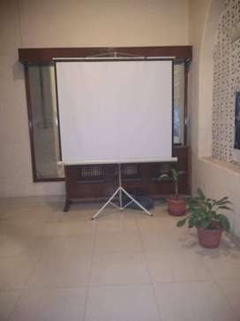 tripod projection screens available on rent .o321/23162o6