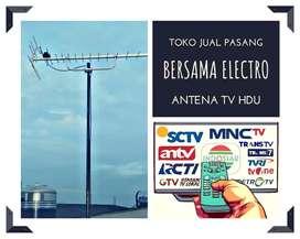 Instalasi teknisi pasang sinyal antena tv luar setu