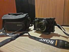 Sony a6300 with kit lens n with small cage n bag in awesome condition