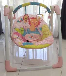 Bouncer ayunan bayi pink
