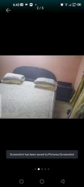 Queen size bed n side tables