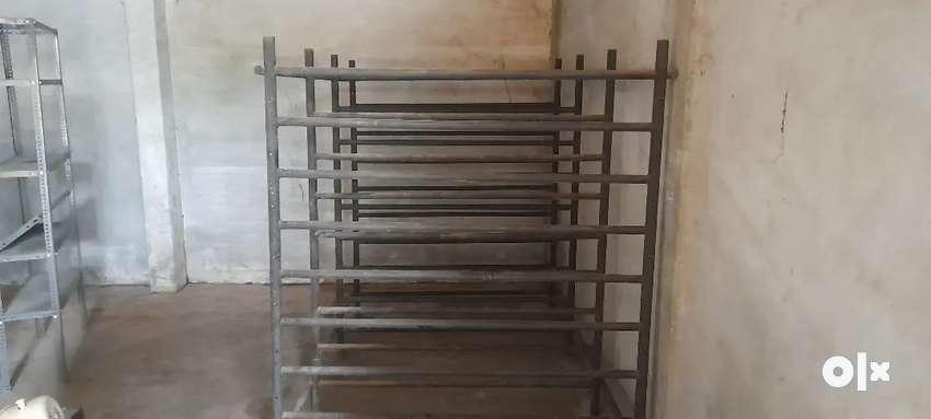 Gi pipe stand
