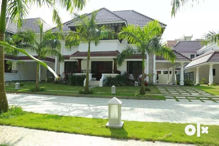 Ready to occupy 4 bhk 2650 sqft 7 cent laxuary gated villa at kakkanad