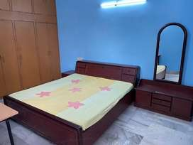 Fully furnished well maintained room for rent