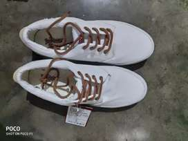 Roadster white shoe