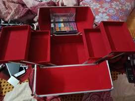 Makeup kit with 20 colour eyeshadow kit