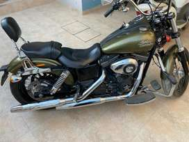 Harley Davidson ( Street Bob)