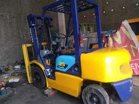 Dijual Forklift Diesel Komatsu kapasitas 2.5 Ton.