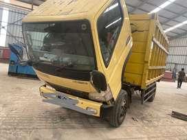 Mitsubishi truck fuso kuning 2011
