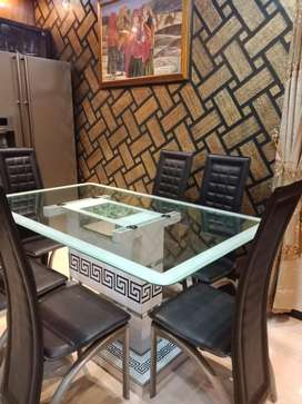 6sitter dining table fully new condition