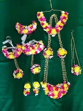 Baby shower flower jewellery