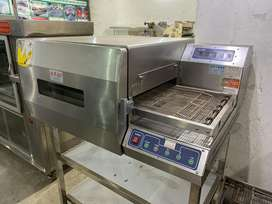 We hve pizza oven,deep fryer,hot plate,shawarma machine,counter,table
